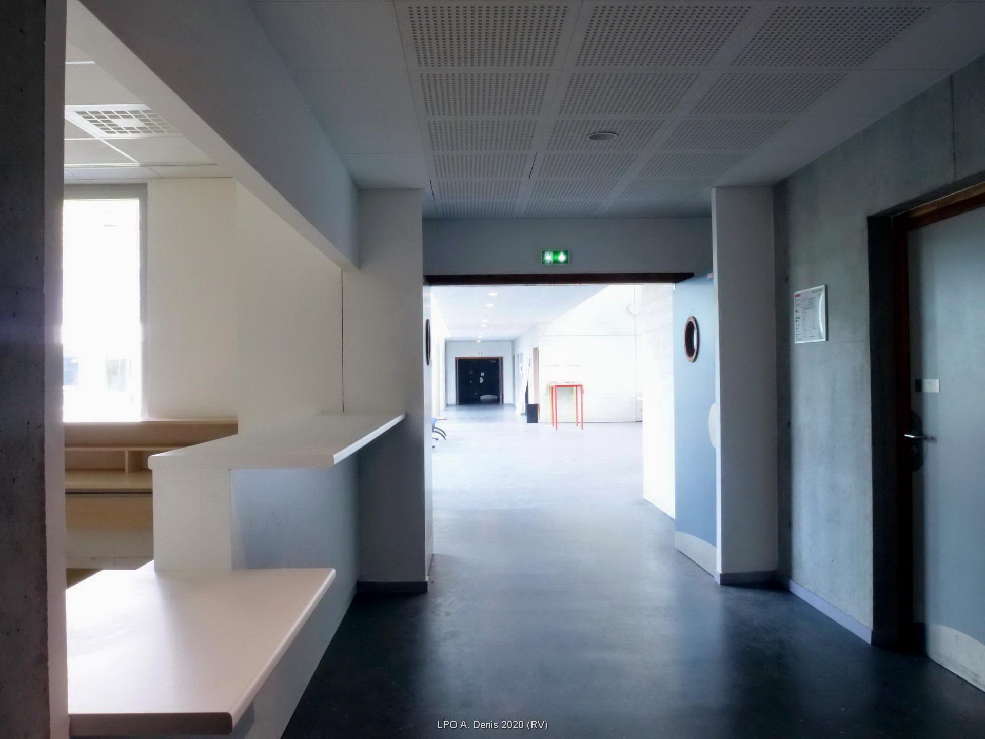 La future permanence vie scolaire dans le hall