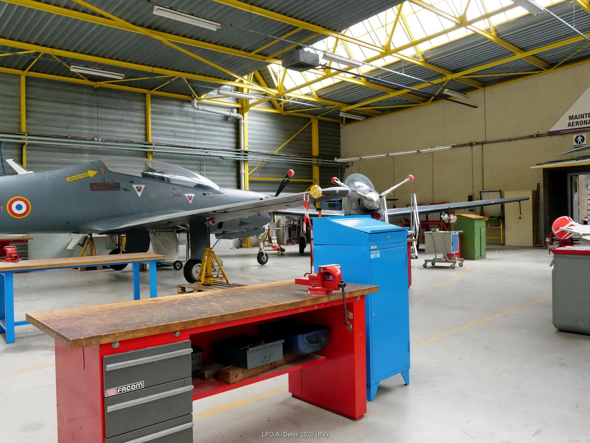 hangar maintenance aéronautique