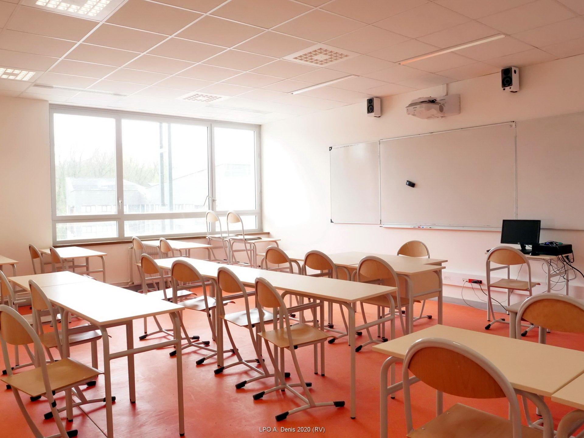 Une des nouvelles salles (ici, une salle de langues)