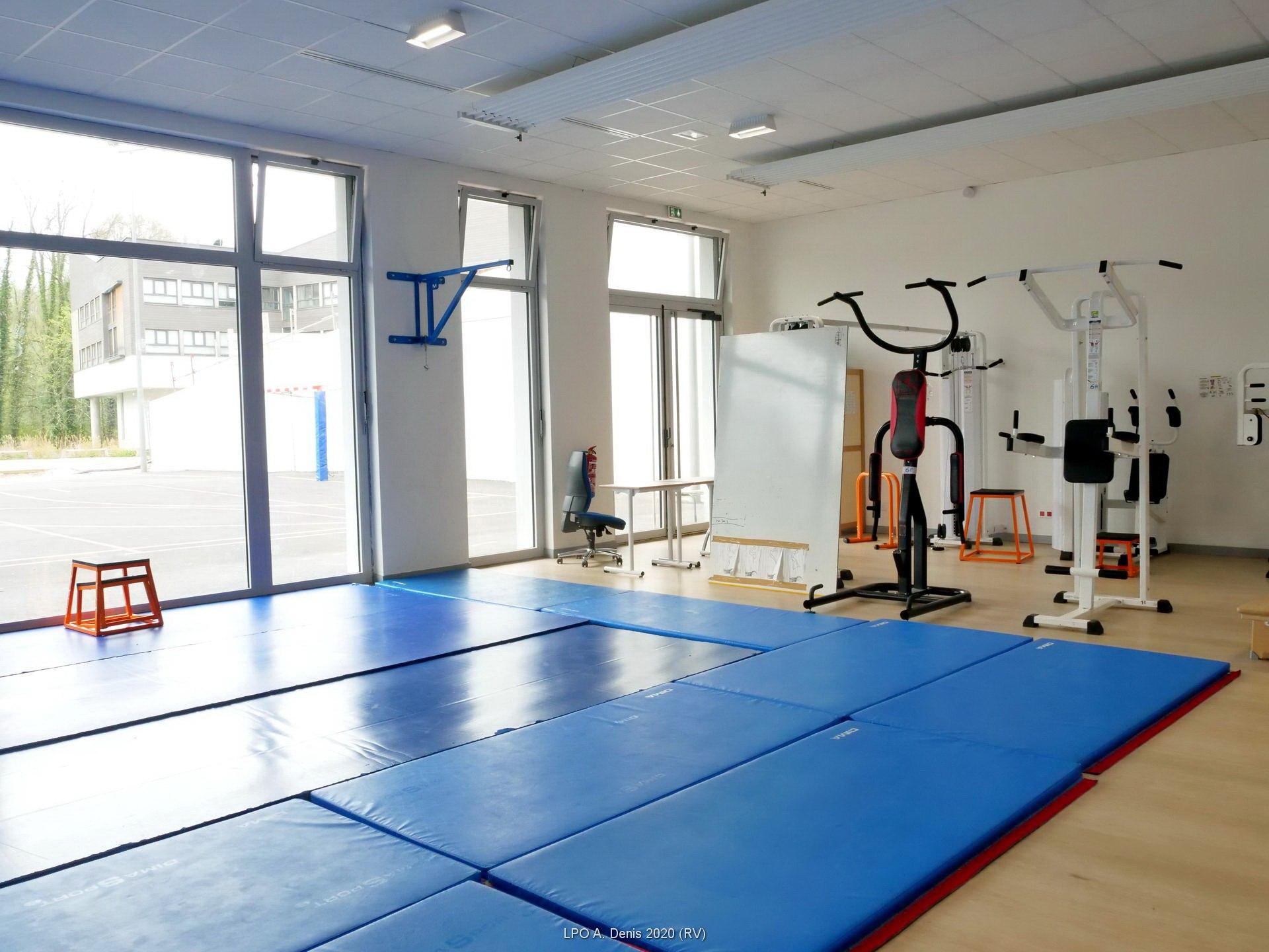 Salle accueillant la musculation